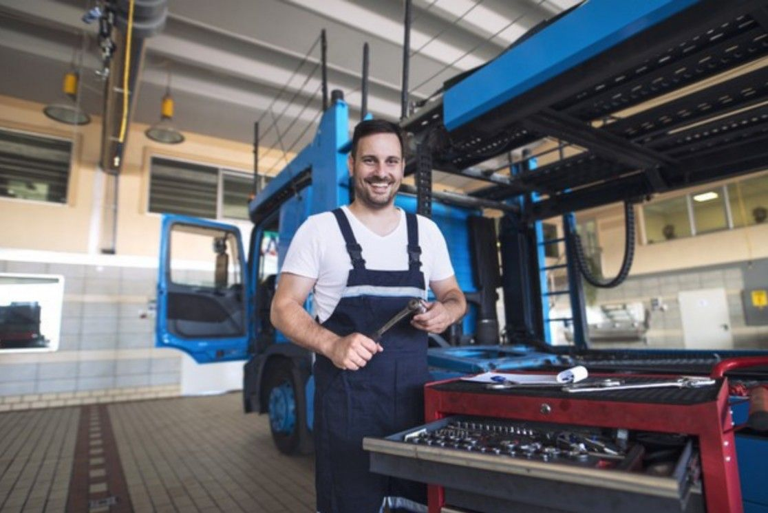 Top 5 Features Mechanics Look for in Their Workwear